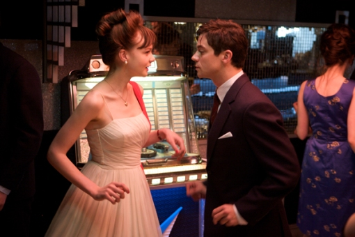 carey_mulligan_and_dominic_cooper_an_education_movie_image2