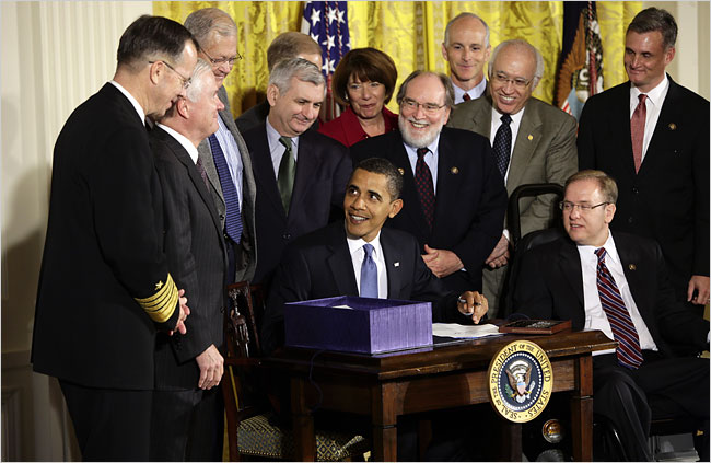 http://cinemaelectronica.files.wordpress.com/2010/01/obama-signs-the-military-appropriations-act-2009-supposedly-cutting.jpg
