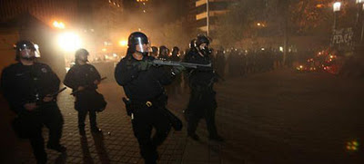 4090-creepy-oakland-riot-police-ows-military